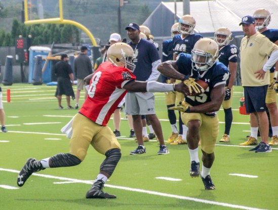 Notre Dame QB Malik Zaire (8) hands the ball off to RB Tarean Folston during Tuesday's morning practice. Photo/Damien Dennis